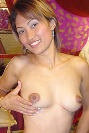 Thai prostitute Akkan shows her pussy in hotel from Bangkok Street Whores