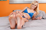 Elaina Raye gets Her Feet and Pussy Worshipped from Foot Fetish Daily