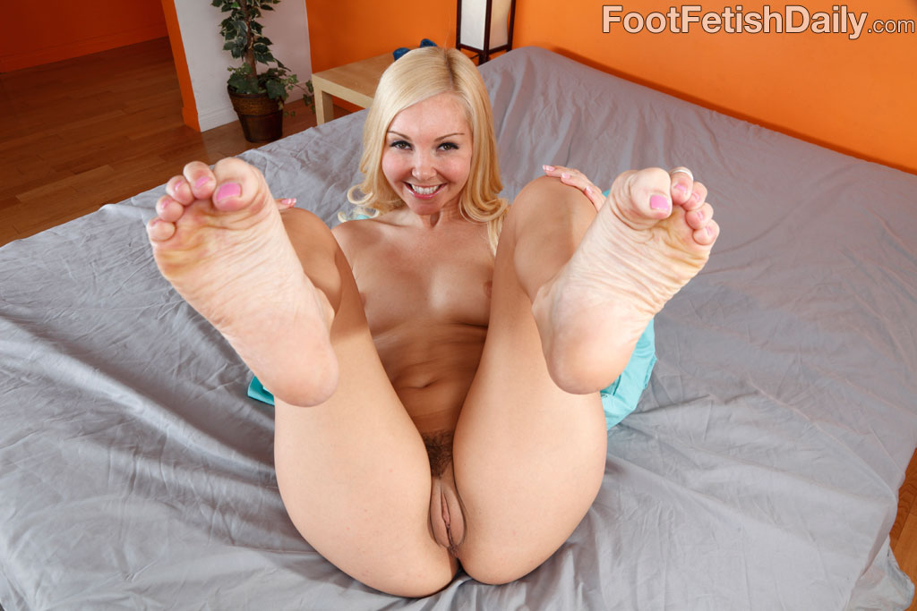Free nude pics with anal and foot fetishes