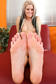 Jessa Rhodes Has Her Sexy Pink Toes Devoured from Foot Fetish Daily