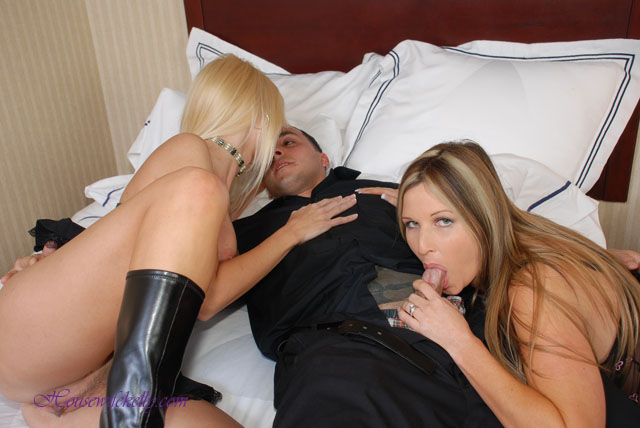 Housewife kelly in threesome with rio