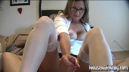 Housewife Kelly Anderson Real Handjob from housewifekelly