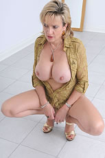 Magnificent big tits mature babe from Lady Sonia