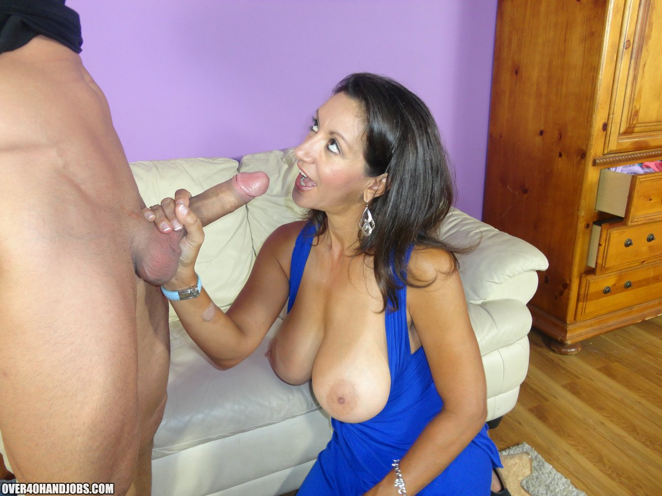mature cougar moms giving blowjobs